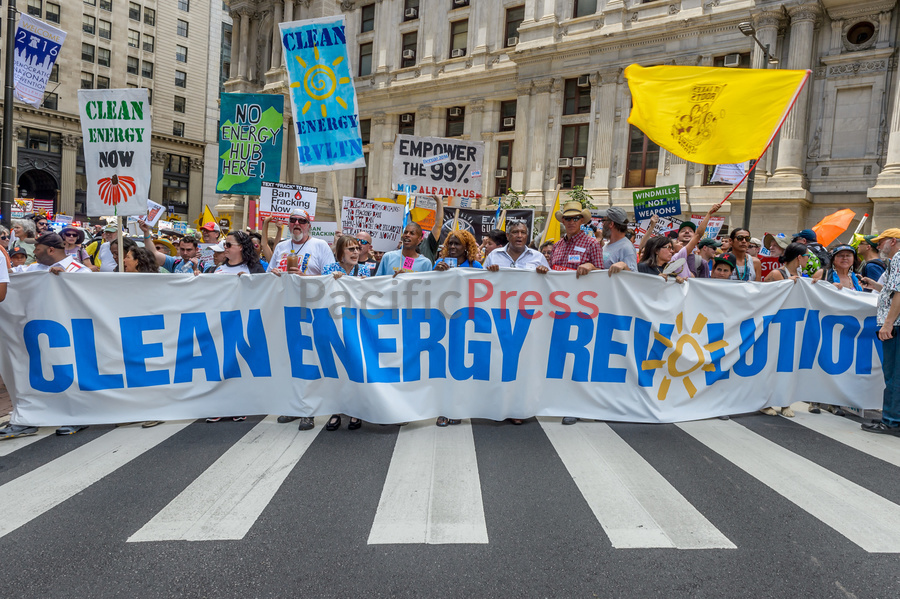 USA: Thousands rallied for clean energy on DNC eve