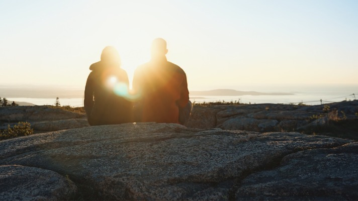 Couple at Bar Harbor, ME (Photo: Unsplash)
