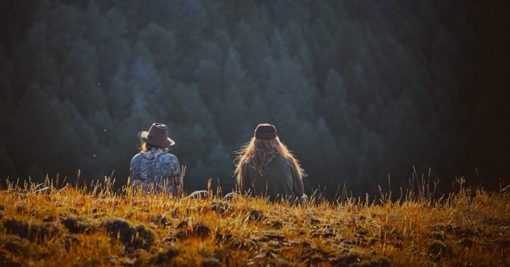 Two women look out on a vast Idaho forest (Photo: V. Nordli-Mathisen, Unsplash)