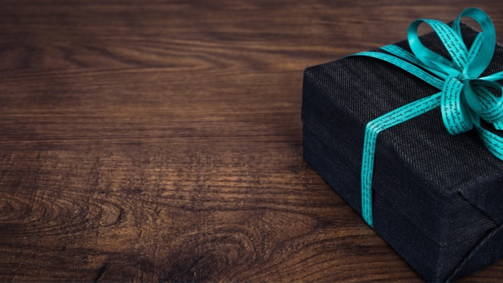 Take action for green shipping! Gift box photo by image4you, pixabay